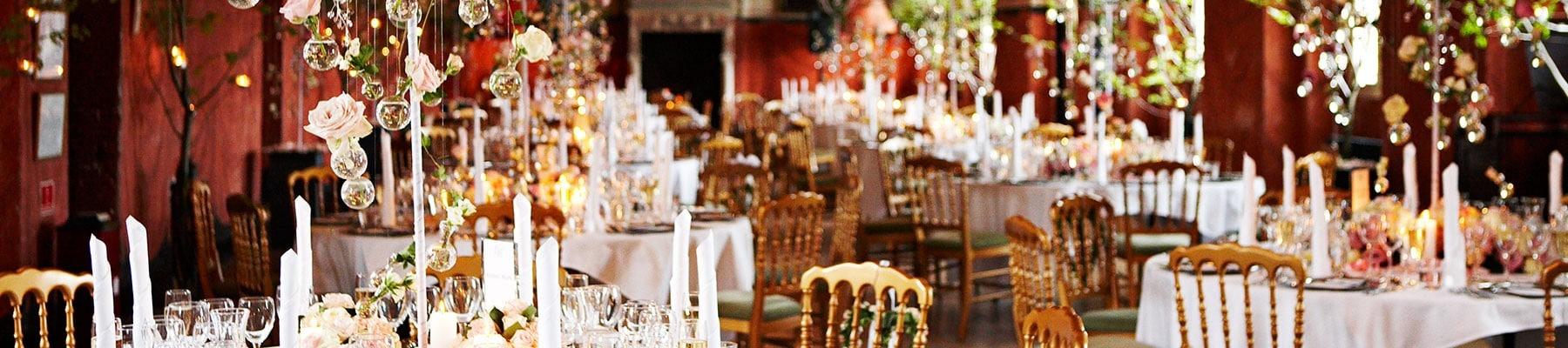 Bryllip på fyn - bordpyntningen i kirken ved Holckenhavn Slot
