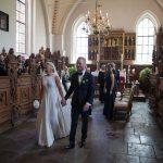Brudepar netop gift i slotskirken på Holckenhavn Slot