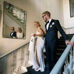 Brudepar på Halltrappe på holckenhavn Slot
