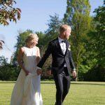 Bryllupsfotografering i slotsparken på Holckenhavn Slot