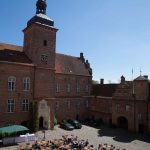 Bryllupshygge I slotsgården på Holckenhavn Slot