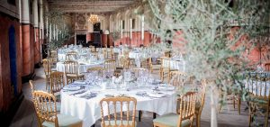 Holckenhavn Slot - smukt opdækket bord i Riddersalen