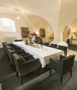 Messe paa Holckenhavn Slot